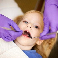 Появилась шишка на десне у ребенка: причины и методы лечения
