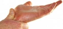 Сводит руку: причины, лечение, профилактика