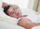 Почему человек стонет во сне: возможные причины