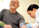 Низкий гемоглобин у мужчин: причины, симптомы и особенности лечения