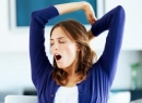 Почему часто люди зевают: причины