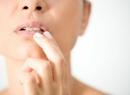 Точки на губах красные: причины появления и способы лечения