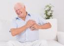 Болит под левой грудью: причины и последствия