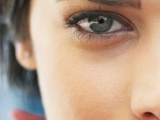 От синяков под глазами уколы