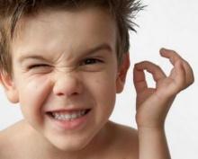 Гной в ухе у ребенка и взрослого: возможные причины, симптомы и особенности лечения